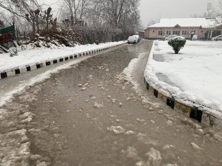 Snow-bound Directorate of Information in Srinanar where the media centre functions from